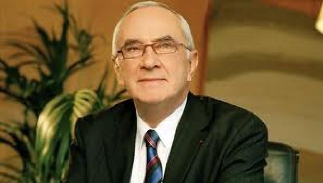 Recueillement de M. Martin Malvy, Président du Conseil régional de Midi-Pyrénées, sur les tombes des victimes de la tuerie de Toulouse