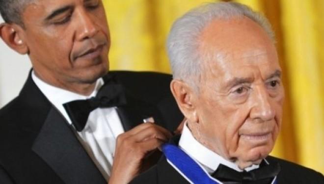 Barack Obama décore Shimon Peres