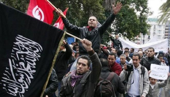 Tunisie : Les islamistes d'Ennahda appellent aussi à manifester !