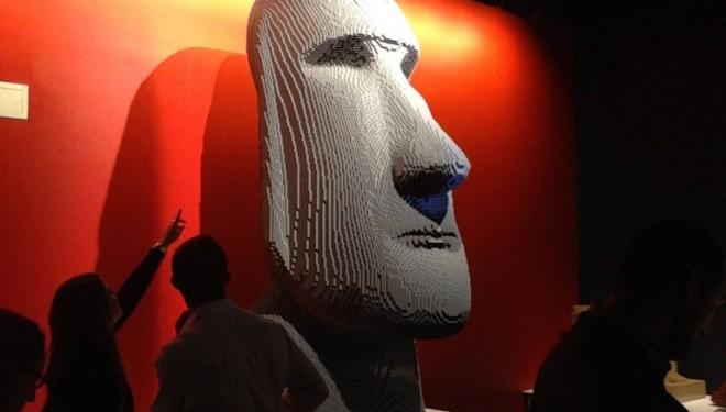 """""""L'Art de la Brique """" et ses surréalistes sculptures LEGO s'exposent à Tel Aviv"""