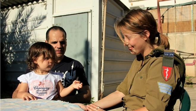Comment une photographe militaire sauve un bébé