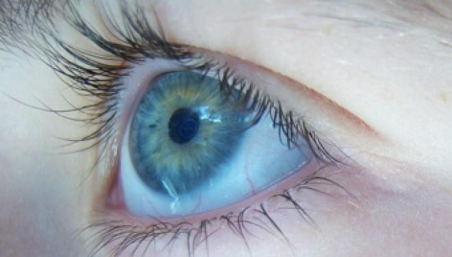 Des lentilles de contact bioniques pour les personnes aveugles