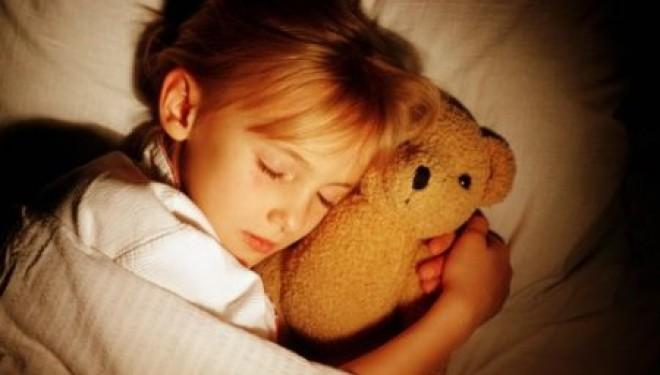 Se coucher à heure fixe favorise la santé des enfants !