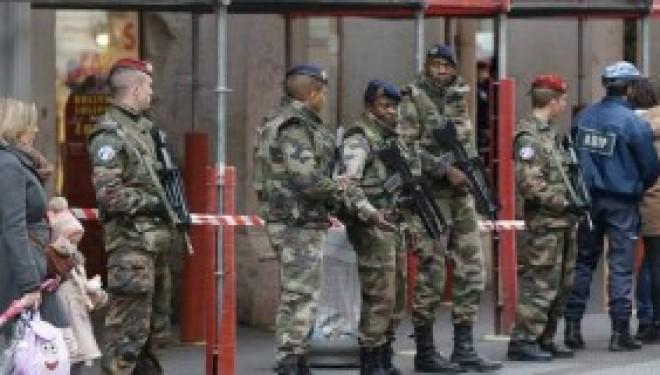 France: trois militaires agressés, dont deux blessés, devant un centre juif