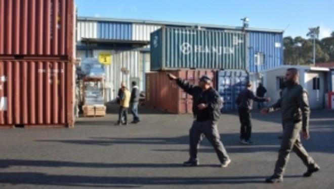 Ashdod : Des dizaines de millions détournés – 15 personnes arrêtées lors d'une perquisition de la police dans des entrepôts