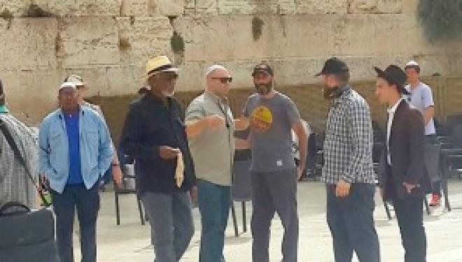 Morgan Freeman au pied du mur…de Jérusalem