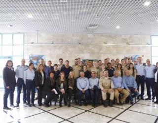 Le commandant de l'armee de l'air vient rendre visite a l'etablissement scolaire »Mekif  יא »
