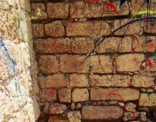 Ashdod : L' ancienne citadelle dégradée par des graffitis faits a la peinture