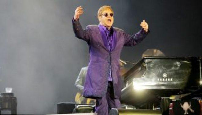 Un bras d'honneur pour BDS : 40 000 fans sont venus applaudir Elton John a Tel Aviv !