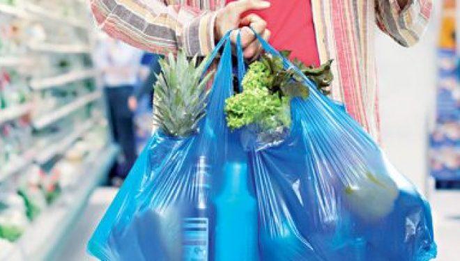 Les supermarchés feront payer les sacs plastiques à partir de ce dimanche 1er janvier 2017