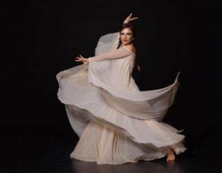 «Eight Red Heart» par Sigal Ziv ou l'histoire d'une femme qui danse sa vie.