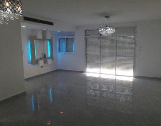 Ashdod : A vendre très bel appartement de 5.5 pièces,  155 M2   Quartier Tel Hai